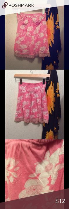 Strapless Hollister Top •Hawaii Tropical so cal Floral design. Light salmon pink. Fits am XS-s •Condition: good condition. Gently worn. Material shown. SALE is FINAL  •Please feel free to make offers! ✅  •NO ❌🅿️🅿️or Ⓜ️erc❌ •I am able to model (almost all of- No intimates or swim) items I have posted! If I haven't already- just ask 😊  •Measurements & more pictures available upon request!  •FREE GIFT INCLUDED (when gifts are available)🎁 Hollister Tops Blouses