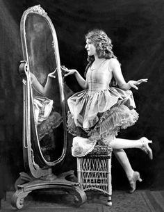 Vintage Photographs, Vintage Photos, Mirror Canvas, Sound Film, Ziegfeld Girls, Mary Pickford, Popular Actresses, New York Public Library, Silent Film