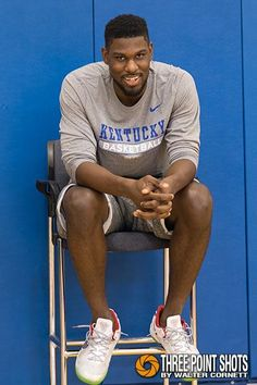 Finally got a smile out of after being asked about his knee for the millionth time - Uk Basketball, Kentucky Basketball, Basketball Players, University Of Kentucky, Kentucky Wildcats, Go Big Blue, Blue And White, The Joe, My Old Kentucky Home