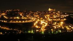 【スペイン】昼も夜も美しい、歴史都市トレドが見せる絶景へ! - おすすめ旅行を探すならトラベルブック(TravelBook) Paris Skyline, Travel, Viajes, Destinations, Traveling, Trips, Tourism