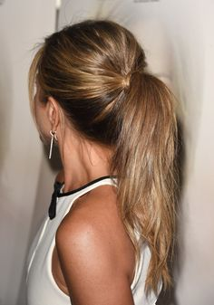 Jennifer's hair was pulled back into a voluminous, tousled ponytail that would look equally cute at yoga or on a date.