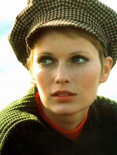 30 Beautiful Portraits of Mia Farrow With Pixie Haircut in the 1960s ~ Vintage Everyday Maureen O'sullivan, Lauren Hutton, Pretty People, Beautiful People, Beautiful Women, Mia Farrow Pixie, 1960s Fashion, Pixie Haircut, Famous Faces