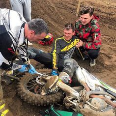 Cars Discover 38 Images That Will Get You Ready For The Weekend Motorcross Bike, Enduro Motorcycle, Motorcycle Posters, Bmx, Dirt Bike Quotes, Bike Humor, Dirt Bike Girl, Dirt Bike Room, Honda