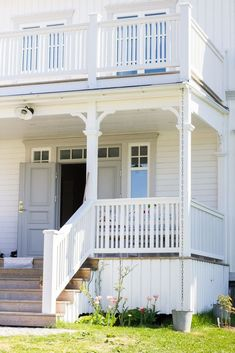 68 Ideas For Home Exterior Landscaping Dream Houses – Dream House Exterior House Colors, Exterior Design, Deck Railing Design, Swedish Cottage, Home Gym Design, House With Porch, House Entrance, White Houses, Bars For Home