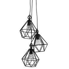 Deze opvallende hanglamp is gemaakt van ijzerdraad en geeft een nonchalante twist aan je interieur.