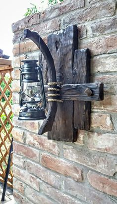 Woodworking Projects Diy, Diy Wood Projects, Wood Crafts, Rustic Light Fixtures, Rustic Lighting, Rustic Wood Furniture, Diy Furniture, House Plants Decor, Wood Lamps