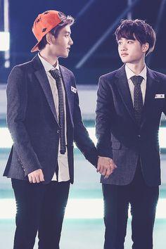 My two boyfriends are holding hands wut are they dating now too? Byun Baekhyun and Do Kyungsoo 💋 2ne1, Got7, Exo 12, Kim Jong Dae, Exo Couple, Baekhyun Chanyeol, Do Kyung Soo, Wattpad, Kaisoo