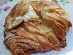 Τυρόπιτες λουλουδένιες, όχι μόνο όμορφες, αλλά και πεντανόστιμες.   Κάντε τες και θα σας ξετρελάνουν!!!   Θα καταλάβετε... Cookie Dough Pie, Greek Appetizers, Lunch Recipes, Healthy Recipes, Mumbai Street Food, Dairy Free Diet, Good Food, Yummy Food, My Best Recipe