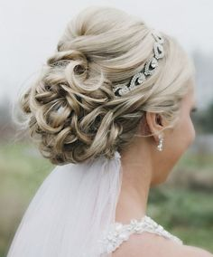 Wedding Hairstyles for long Hair with Veil - Bing Images with my hair was long enough for this :/ Wedding Hair With Veil Updo, Headband Wedding Hair, Wedding Updo Hairstyles, Wedding Veils, Bridal Headbands, Headband Veil, Hairstyles With Headbands, Bridal Hair Updo Elegant, Bridal Veils And Headpieces