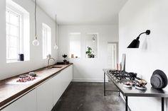 Kjøkken fra Ikea med benkeplate av fiskebeinsparkett