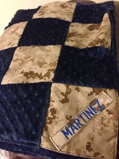 Custom Military Baby Quilt ooooooh lala GOTTA make me some for the American Legion Grandparents to give to their grandbabies :) Quilting Projects, Sewing Projects, Sewing Crafts, Cute Babies, Baby Kids, Military Crafts, Megan Ward, Baby Quilts, Memory Quilts
