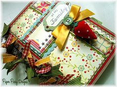 Several ideas for mini albums by Shellye McDaniel at http://www.paperedcottage.blogspot.com/p/mini-scrapbook-albums.html