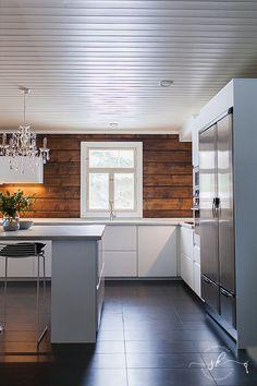 Painting Shiplap, Kitchen Dining, Kitchen Cabinets, Cottage Renovation, Lake Cabins, Interior Decorating, Interior Design, Scandinavian Interior, Log Homes