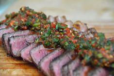 Chimichurri rojo - Das rote Chimichurri ist vor allem als Marinade und Steak-Sauce ein fester Bestandteil der argentinischen Küche. Hier geht's zum Rezept.