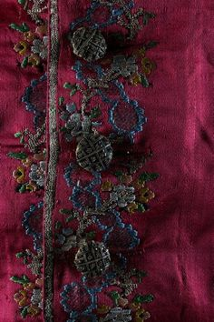 Detail buttons, waistcoat, France, 1760s. Brocaded crimson silk satin with silver thread and purl wire covered buttons.