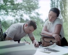 Юрий Гагарин с женой Валентиной. 1961 год. Фото Юрия Абрамочкина. Yuri Gagarin with his wife Valentina, 1961. Photo by Yuri Abramochkin.