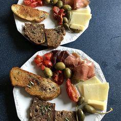 Pan Moreno, Tapas Buffet, Cheese, Food, Salads, Food Portions, Food Food, Simple, Eten