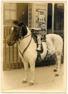 Old Photo - Cute Child on Pony - The Graphics Fairy Vintage Children Photos, Vintage Pictures, Old Pictures, Vintage Images, Old Photos, Vintage Cowgirl, Vintage Horse, Vintage Girls, Pony Rides