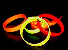 """Bracelets parfumés """"trendy"""" de toutes les formes et couleurs! Bracelets, Objects, Bracelet, Bangles, Bangle, Arm Bracelets"""