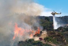 .@LACoFireAirOps helicopter drops water to support @LACo_FD bulldozer fighting the #TowsleyFire