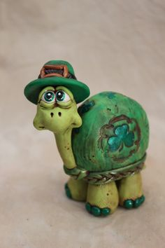 Lucky Leprechaun Turtle Polymer Clay by mirandascritters on Etsy, Polymer Clay Animals, Fimo Clay, Polymer Clay Projects, Polymer Clay Creations, Polymer Clay Crafts, Polymer Clay Jewelry, Sculpture Clay, Sculptures, Biscuit