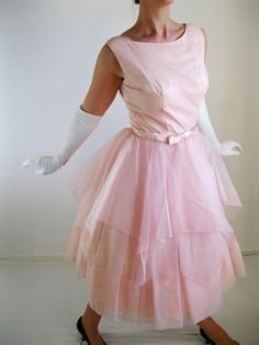 Dress Pink Mad Men Fashion Cocktail by gogovintage Beautiful Legs, Beautiful Outfits, Beautiful Women, Zombie Prom, Mad Men Fashion, Wedding Men, Pink Dress, Catwalk, Bodice