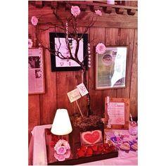 El árbol de los deseos acompañado de nuestras lamparitas de rosa bebe. Delicado y elegante.  #weddingdecoration #boda #decoracion #vintage #love #amor #photooftheday #flores #flowers #crafts #decolores #caracas #novia #bride #wishtree #picoftheday #venezuela #instabride  #hechoamano #creativo #instalove #instagood #instamood #centrosdemesa #centerpieces #sign #chalkboard #pizarra #message #Padgram