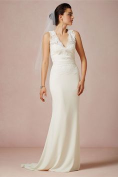 Hochzeitskleider aus Spitze: Verzierung am Dekolleté