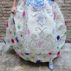 Falda de fallera valenciana siglo XXI con material reciclado
