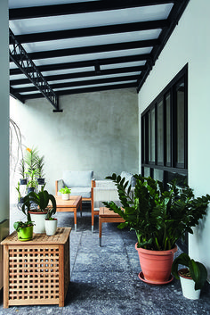 See How These Gorgeous Open-Concept Flats In Singapore Defy Space Constraints - The Singapore Women's Weekly Deck With Pergola, Pergola Plans, Pergola Roof, Roof Design, House Design, Stone Look Tile, Open Concept Home, Interior Design Website, Pergola Curtains