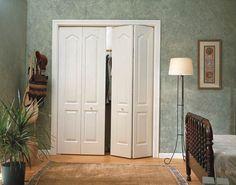 Дверь книжка – прекрасно подойдет для узких коридоров и проходов. Сложившись, дверь не займет много места, при этом послужит превосходным украшением интерьера