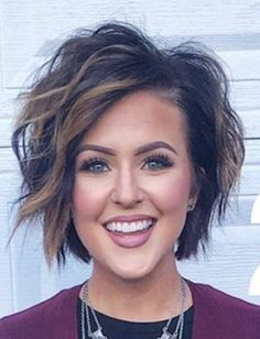 Great hair, but the eyebrows and lashes.over the top. When will the pendulum swing back? Mom Hairstyles, Pretty Hairstyles, Trending Hairstyles, Medium Hair Styles, Curly Hair Styles, Fru Fru, Hair Affair, Great Hair, Up Girl