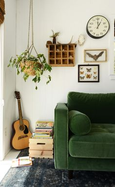 Grünes Sofa.