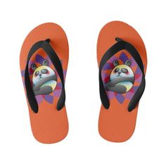 Lindo Oso panda sobre coloridas formas Kid's Flip Flops. Bear. Producto disponible en tienda Zazzle. Calzado, moda. Product available in Zazzle store. Footwear, fashion. Sandalias de playa hawaianas. Hawaiian beach sandals. Regalos, Gifts. Link to product: http://www.zazzle.com/lindo_oso_panda_sobre_coloridas_formas_kids_flip_flops-256586183294822336?CMPN=shareicon&lang=en&social=true&view=113637876397427135&rf=238167879144476949 #sandalias #sandals #oso #panda #bear