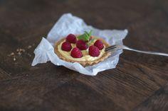 Tarteletki z mascarpone, malinami i listkiem mięty