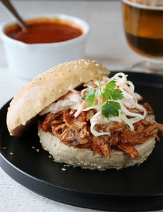 pulled pork A Food, Good Food, Food And Drink, Coleslaw, Pulled Pork, Baked Potato, Dinner Recipes, Meat, Chicken