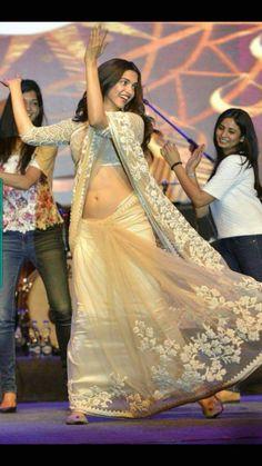 49 Best ideas for backyard wedding dress clothes South Indian Actress Hot, Indian Bollywood Actress, Bollywood Actress Hot Photos, Beautiful Bollywood Actress, Bollywood Celebrities, Beautiful Indian Actress, Beautiful Actresses, Bollywood Images, Bollywood Saree