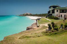 Varadero (Cuba) - Localizado a menos de duas horas de Havana, Varadero possui mais de 20 quilômetros de praias cristalinas, ideais para mergulho. A infraestrutura do balneário é uma das melhores de Cuba, com hotéis e resorts modernos à beira-mar, além de agitada vida noturna