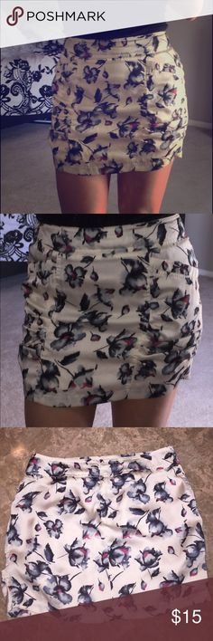 Floral silky skirt Slight side rouching and adorable pockets.  Hidden zipper in the back.  Says Medium but I'm usually a small. Skirts Mini