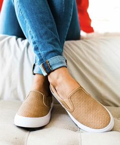**** Stitch Fix Summer 2017 Inspo!! These laser cut slide flats are all the rage this summer! I particularly love the color of these. Get your picks of on trend clothing, shoes and accessories just like this from Stitch Fix today. Simply click the picture to get started, fill out the style profile and mention styles like this! #sponsored StitchFix