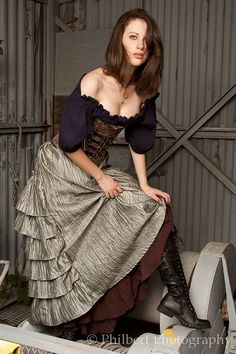 Silber Bustle Skirt von SilverLeafCostumes auf Etsy