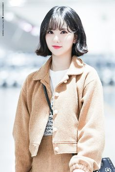 Two groups under two amazing companies. One of the famous groups in korea. Kpop Girl Groups, Korean Girl Groups, Kpop Girls, Korean Short Hair, Jung Eun Bi, G Friend, Music Photo, Beautiful Asian Girls, K Idols