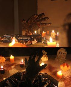 Mano de zombie en charola de dulces para halloween. La puedes hacer súper fácil con materiales que tienes en casa. #craftingeek #tutorial