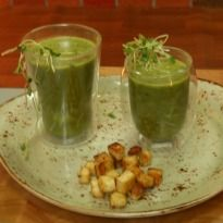 Vicky whips up the good old spinach soup with an aromatic tempering and chaat masala flavored cottage cheese croutons.