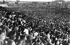 Imagen del campo de Mestalla, repleto de gente, durante un mitin antifascista organizado por el Frente Popular de Valencia, en agosto de 1936ARCHIVO ABC