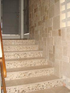 Escalera revestida en m rmol crema marfil decoraci n for Marmol veteado sinonimo