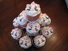 Marie from Aristocats cupcakes!