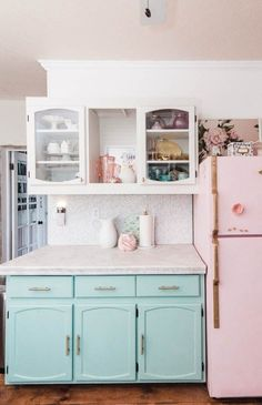 Modern And Trendy Kitchen Cabinets Ideas And Design Tips – Home Decor World Redo Kitchen Cabinets, Upper Cabinets, Kitchen Cabinet Design, Kitchen Countertops, White Cabinets, Painted Countertops, Island Kitchen, Diy Cabinets, Countertop Types
