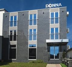 Hotel Donna Gornji Milanovac Offering a terrace and views of the mountain, Hotel Donna is situated in Gornji Milanovac, 37 km from Kragujevac. Guests can enjoy the on-site restaurant. Every room is fitted with a flat-screen TV.