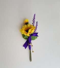 Spring summer sunflower boutonniere with sprigs of silk artificial lavender Groom groomsmen flower or even simple mothers corsage for special wedding accessories My popular sunflower boutonnieres are well liked because Coral Wedding Flowers, Purple Wildflowers, Wedding Flower Packages, Bridal Hair Flowers, Flower Bouquet Wedding, Purple Wedding, Sunflower Boutonniere, Rustic Boutonniere, Lavender Bouquet